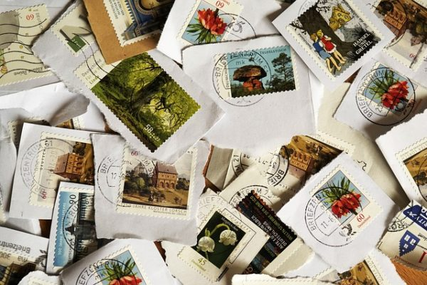 Cosa succede quando invii una lettera senza francobollo